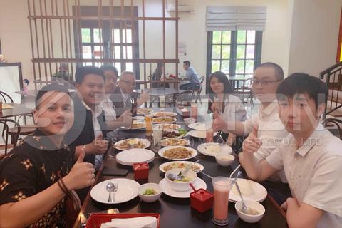 Beston L'équipe a visité l'Indonésie