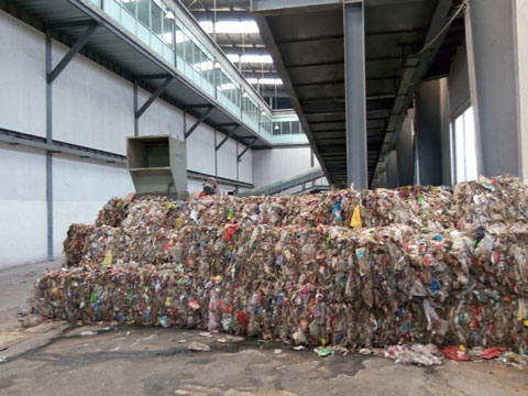 Plastic waste sorted out from municipal solid waste sorting machine
