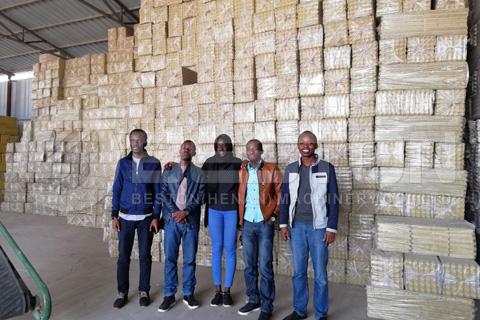 Los clientes de Mali vinieron a visitar la máquina de bandejas de huevos de Beston