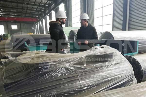 Visita de un cliente sirio a la línea de producción de la planta de pirólisis