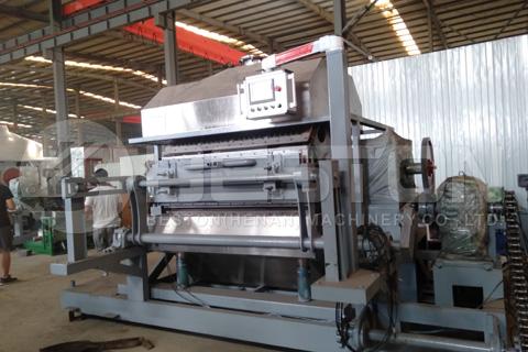 Se envía a Rusia la máquina para hacer bandejas de huevos BTF4-8