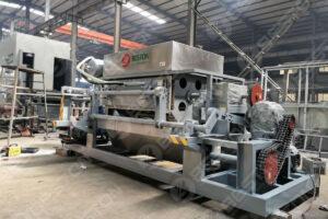 带金属烘干机的BTF4-4鸡蛋托盘制造机运往俄罗斯