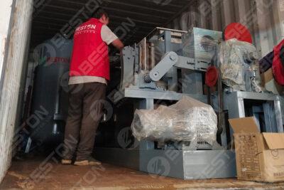 Plateau d'oeufs faisant la machine expédiée en Bolivie