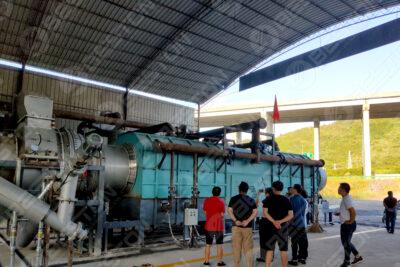 Des représentants du gouvernement sont venus visiter Beston Machine de fabrication de charbon de bois à Guizhou, Chine